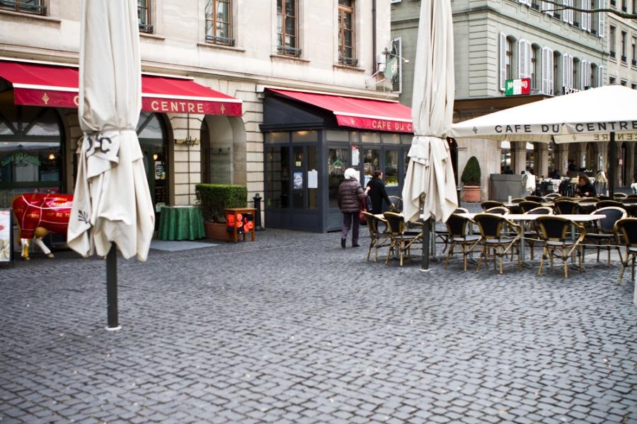 Le café du centre, lieu chic, rendez-vous des banquiers. (photo MaximeLelong/8e étage)