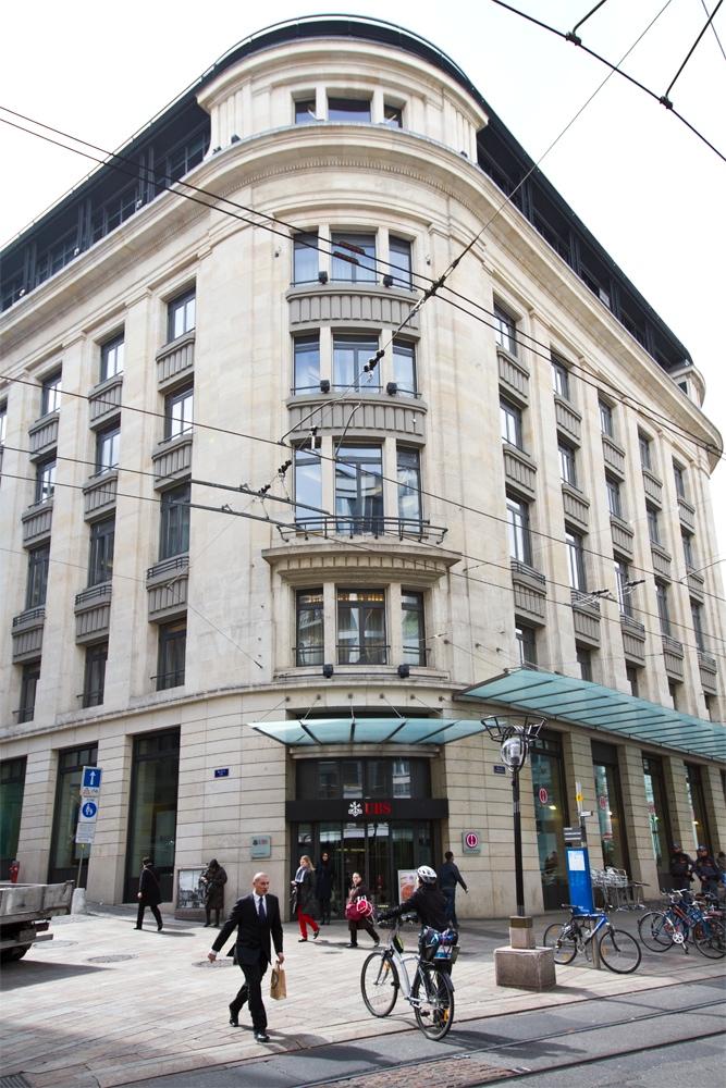 Le nouveau bâtiment d'UBS, en plein centre de Genève. (photo MaximeLelong/8e étage)
