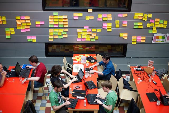 Un hackathon organisé par Wikimedia en 2013. (flickr/ter-burg)
