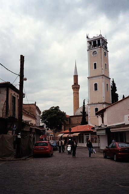 A Komotini, en Thrace occidentale, la mosquée et l'église sont voisines de paliers. (Photo: flickr/dkilim)