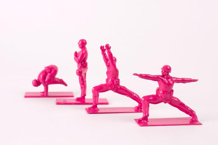 Les Yoga Joes en édition limitée rose. (www.brogamats.com)