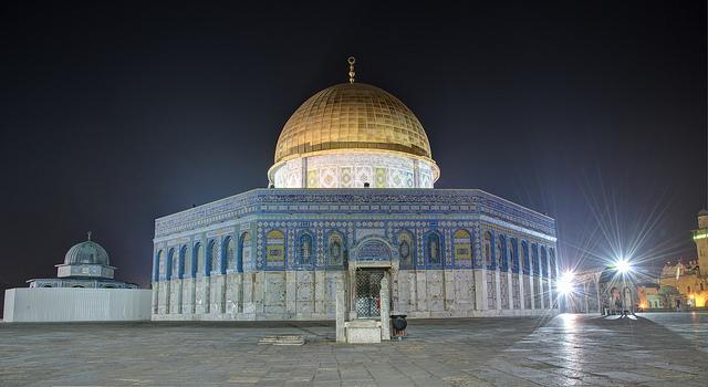 Le Dôme du Rocher, l'une des deux mosquées située là où l'Institut du Temple compte construire le Troisième temple. (flickr/barthelomaus)