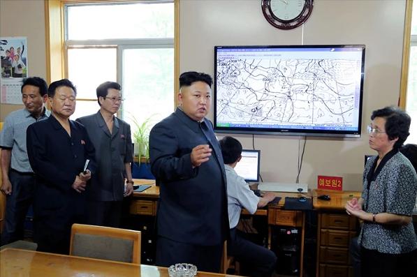 Kim Jong-un en colère contre des météorologues en juin dernier.
