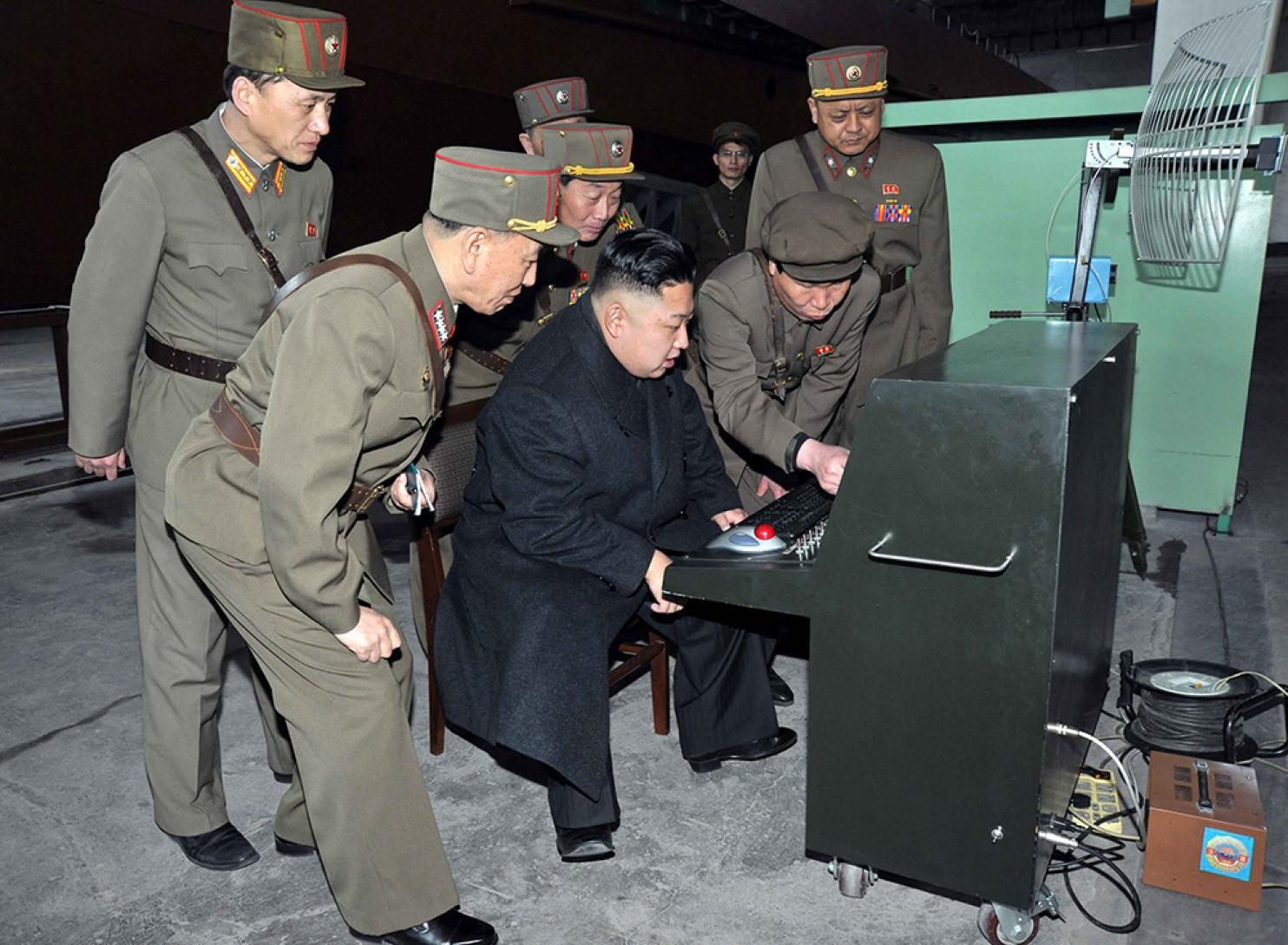 Kim Jong-un inspecte une nouvelle technologie militaire.