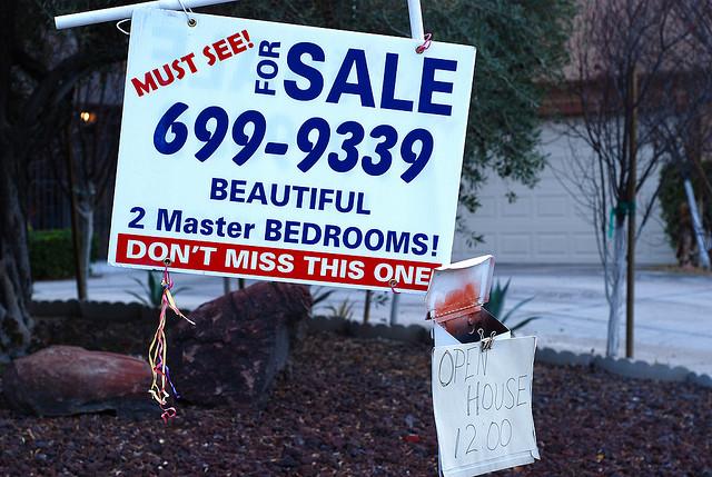 Avec une part plus importante de leurs économies investie dans leur maison, les Noirs ont plus durement subit le crash immobilier de 200!. (photo flickr/madichan)