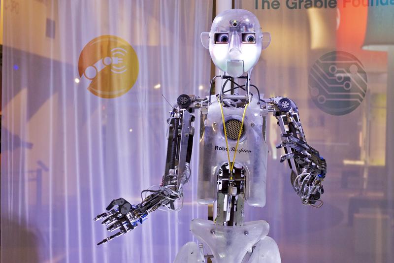 """""""L'impact à court terme de l'intelligence artificielle dépend de qui la contrôle. Et, à long terme, de savoir si elle peut être tout simplement contrôlée"""" a déclaré Stephen Hawking. (photo flickr/jiuguangw)"""