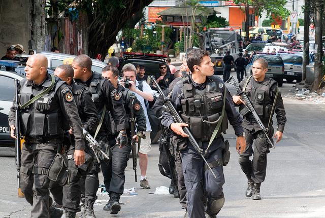 """Le 13 novembre 2011, le gouvernement brésilien lance l'opération de """"pacification"""" dans le favela de Rocinha, habité par 120000 personnes. (photo Rodrigo Lobo)"""