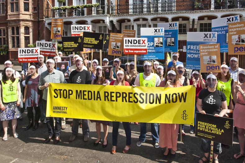 Rassemblement Amnesty International  pour protester contre la répression envers les médias, ambassade d'Azerbaïdjan à Londres, 2011.