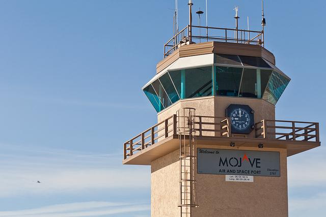 La tour de contrôle du spatioport de Mojave, en Californie. Il s'agit du tout premier spatioport construit par l'homme. (photo Flickr/Kevin Baird)