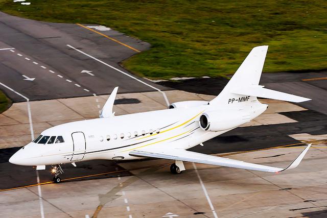 Pourquoi prendre la voiture quand papa et maman peuvent dépenser 150000 dollars dans la location d'un jet privé? (photo flickr/igor_santorsula)