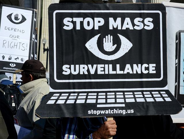Manifestation contre la surveillance de masse à Washington en octobre 2013. (flickr/stephenmelkisethian)