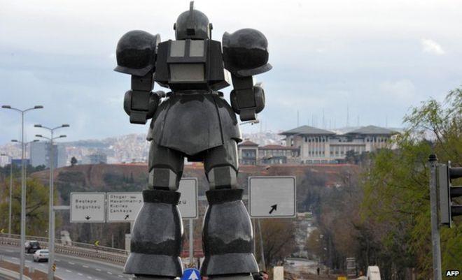 L'otorobot jouit d'une vue imprenable sur le nouveau palais présidentiel. (photo AFP)