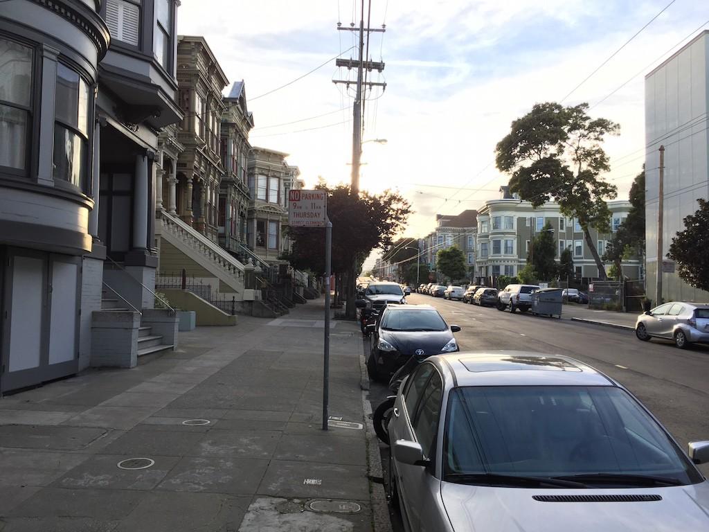 La rue McAllister, à San Francisco. (photo http://narrowstreetssf.com/)