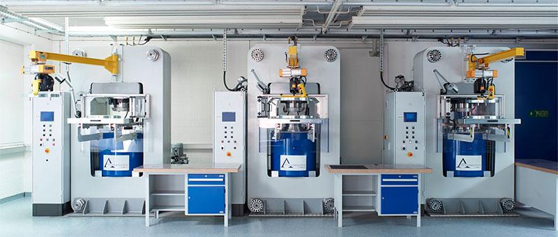 Les machines de Rinaldo Willy permettent de créer des diamants de synthèse grâce a une chaleur de 1400 degrés et une pression de 60000 bars. (photo Algordanza)