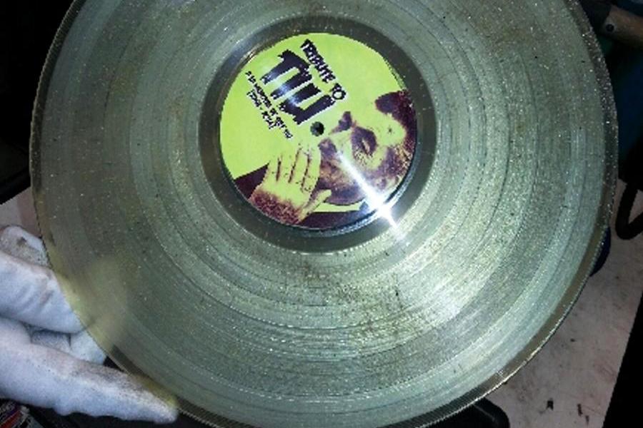Un vinyle créé à partir de cendres humaines. (photo Andvinily)