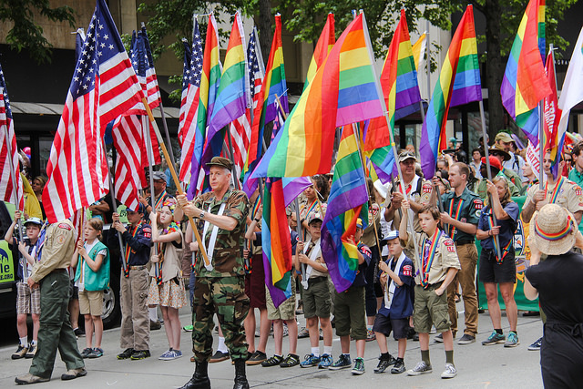 Des Boy Scouts participant à la Gay Pride de Seattle en 2015. (Photo Flickr/ scottlum)
