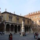 La place Dante, concernée par la mesure de Flavio Tosi (photo flickr/Allie_Caulfield)