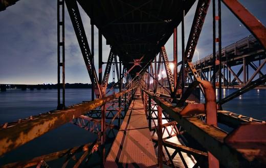 Intérieur du pont Honoré-Mercier. (photo flickr/Controleman)