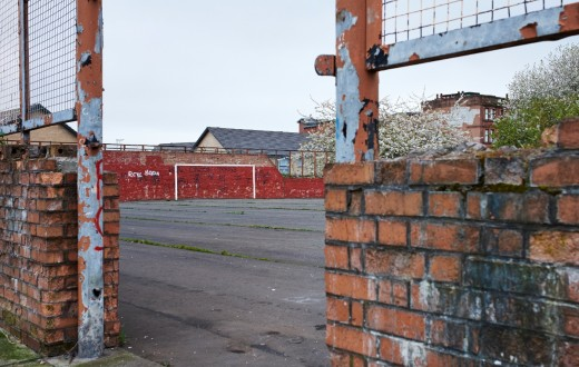 Terrain de foot dans le quartier de Calton, dans le East End, Glasgow (photo  Thomas Halkin/8e étage)