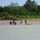 Des missionnaires évangélistes au contact de jeunes Mascho Piro. (photo Fenamad/Facebook)