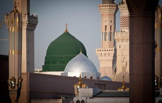 La tombe du prophète Mahomet, abritée sous le dôme vert de la Sainte-Mosquée d'al-Masjid al-Nabawi à Médine, en Arabie Saoudite, est le deuxième site sacré en ordre d'importance pour les musulmans sunnites et chiites après la Mecque. (flickr/oansari)