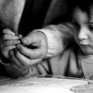 Apprendre à tenir un stylo. Bientôt une compétence du passé ? (photo flickr/f-clerc)