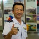 Un recruteur des Forces japonaises d'autodéfense à Osaka. (Flickr/