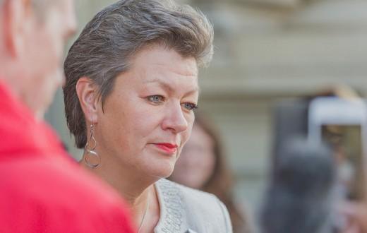 Ylva Johansson, ministre suédoise chargée de l'intégration, veut rééquilibrer la carte des réfugiés de Suède. (photo flickr/Socialdemokraterna)