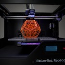 Une imprimante 3D de la marque Makerbot Industries. (photo illustration flickr/creative_tools)