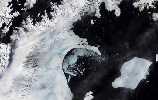 La barrière de glace Larsen B commence à se désintégrer, 31 janvier 2002. (photo NASA/flickr)