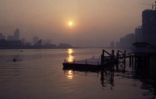 Malgré son apparence idyllique, la rivière des Perles contient l'une des concentration en résidus de médicaments les plus élevée de Chine. (Photo Flickr/Steven Schroeder)