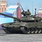 La Russie aime bien exposer son arsenal militaire, comme en 2013 sur la Place Rouge. (Photo Wikipedia / Vitaly V. Kuzmin)