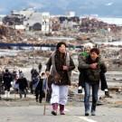 Des survivants du tsunami qui a ravagé l'archipel nippon en 2011 obligés de quitter leur ville.  (Photo Flickr/Warren Antiola)