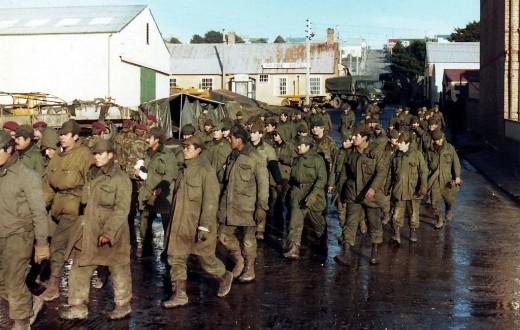Les soldats argentins durant la guerre des Malouines opposant la Grande Bretagne à l'Argentine. (Photo Wikipedia)