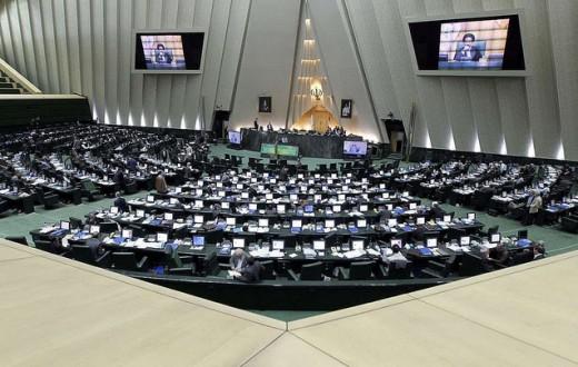 L'intérieur du Parlement iranien. En 2015, sur 290 parlementaires, n'y siègent que 9 femmes. (Photo Flickr/Parmida Rahimi)