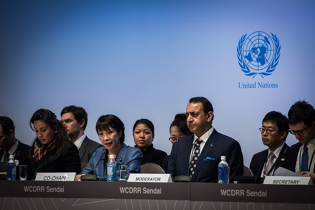 En complet bleu, Sanae Takaichi, la ministre japonaise des affaires intérieures et des communications. (Photo Flickr/UN ISDR)