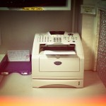 « De nombreux exemples de jurisprudence donnent de la valeur au fax », explique Maître Sylvain Champloix. (Télécopieur du Tribunal d'Instance de Paris XIVe. Photo Marie Hamel/8e étage)