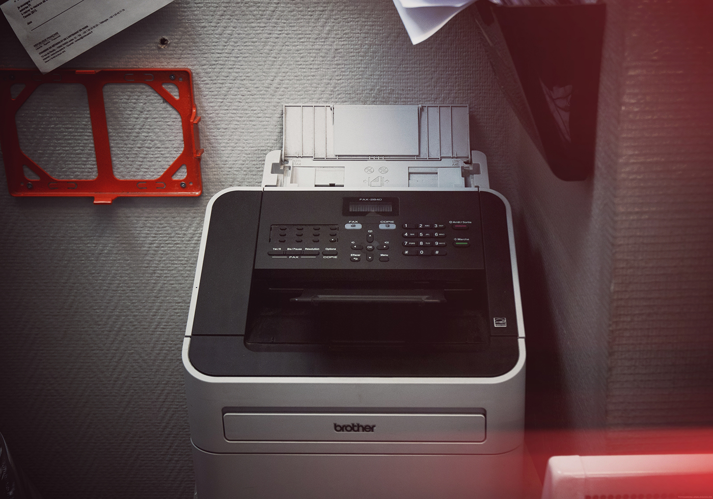 «Même si ce n'est pas écrit dans la loi, la télécopie a plus de force probante que le courrier électronique». (Télécopieur du magasin Cyber Espace, Paris. Photo Marie Hamel/8e étage)