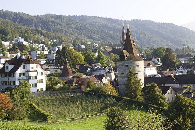 Zoug, ses prés verdoyant, sa vieille ville et son Bitcoin. (Photo Flickr/Patrick Nouhailler)