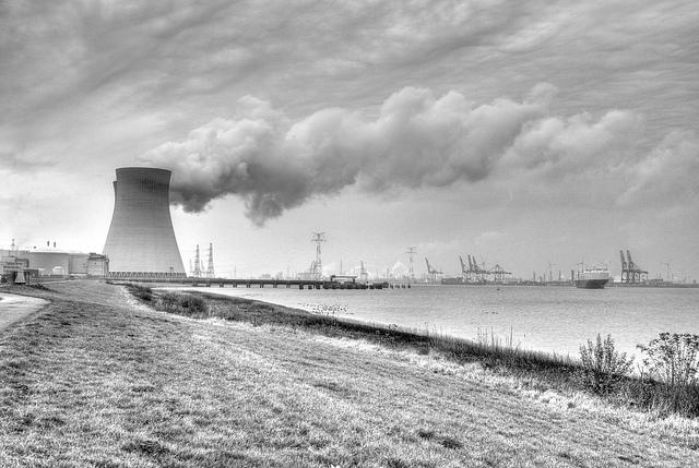 La centrale nucléaire de Doel, en Belgique. (Photo Flickr/Lennart Tange)