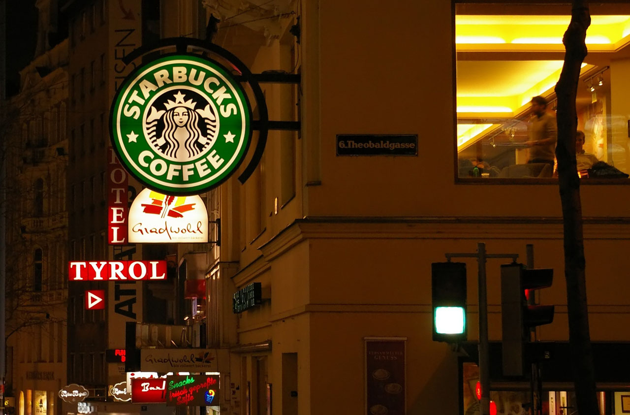 Le Starbucks Coffe du 6, Theobaldgasse à Vienne. (photo mrwerner/flickr)