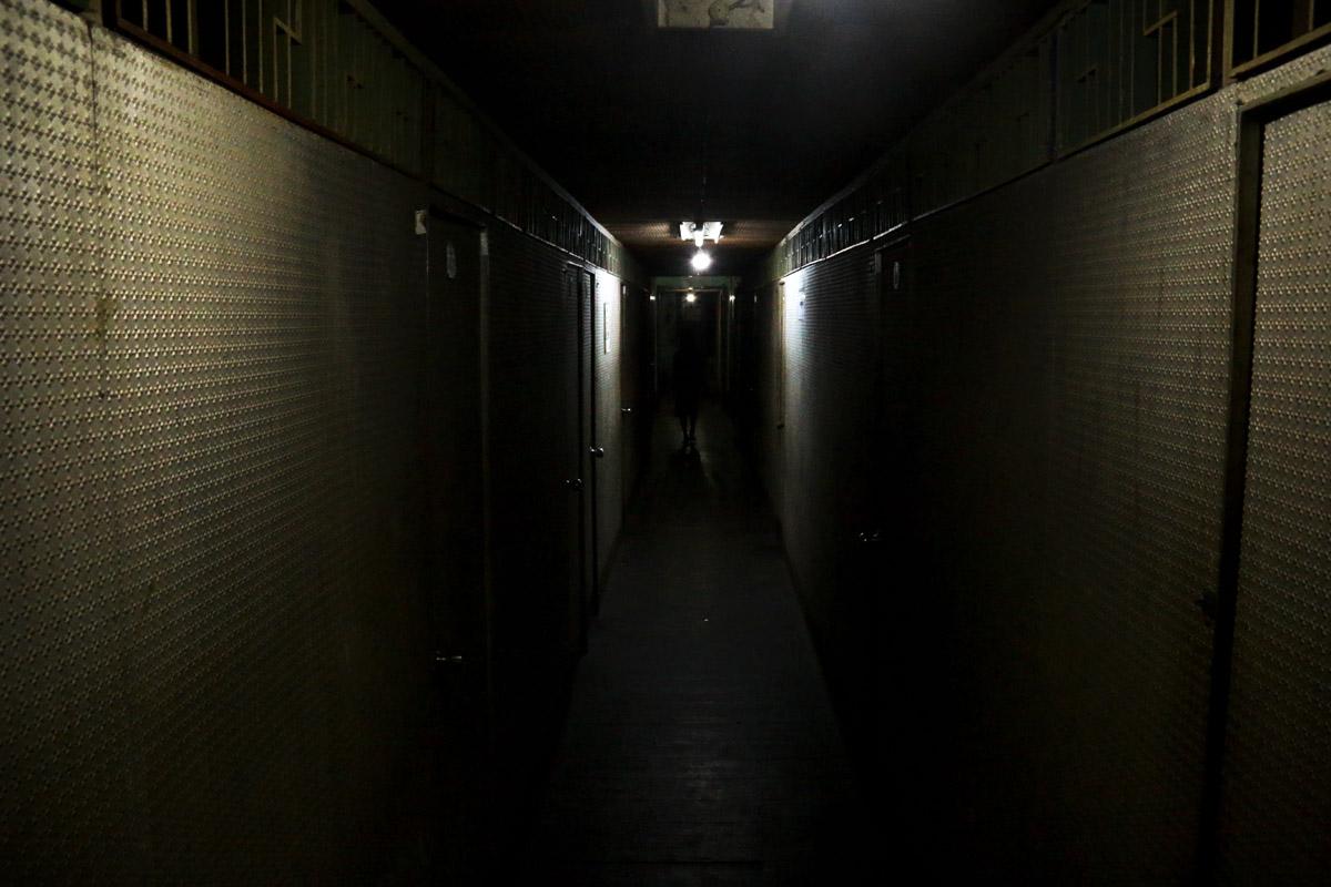 Couloir d'un hôtel où les couples vont s'ébattre pour une heure. (Photo Matthieu Baudey/Carole Oudot/8e étage)