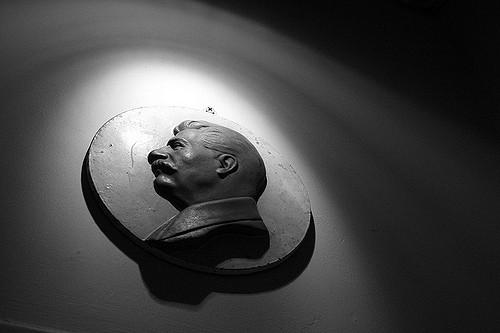 Un médaillon à l'effigie de Staline au Musée des victimes du génocide à Vilnius, en Lituanie. (Photo Flickr/Craig Sefton)