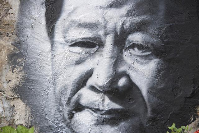Sur un mur, un portrait de Xi Jinping, le président chinois. (Photo Flickr/thierry ehrmann)