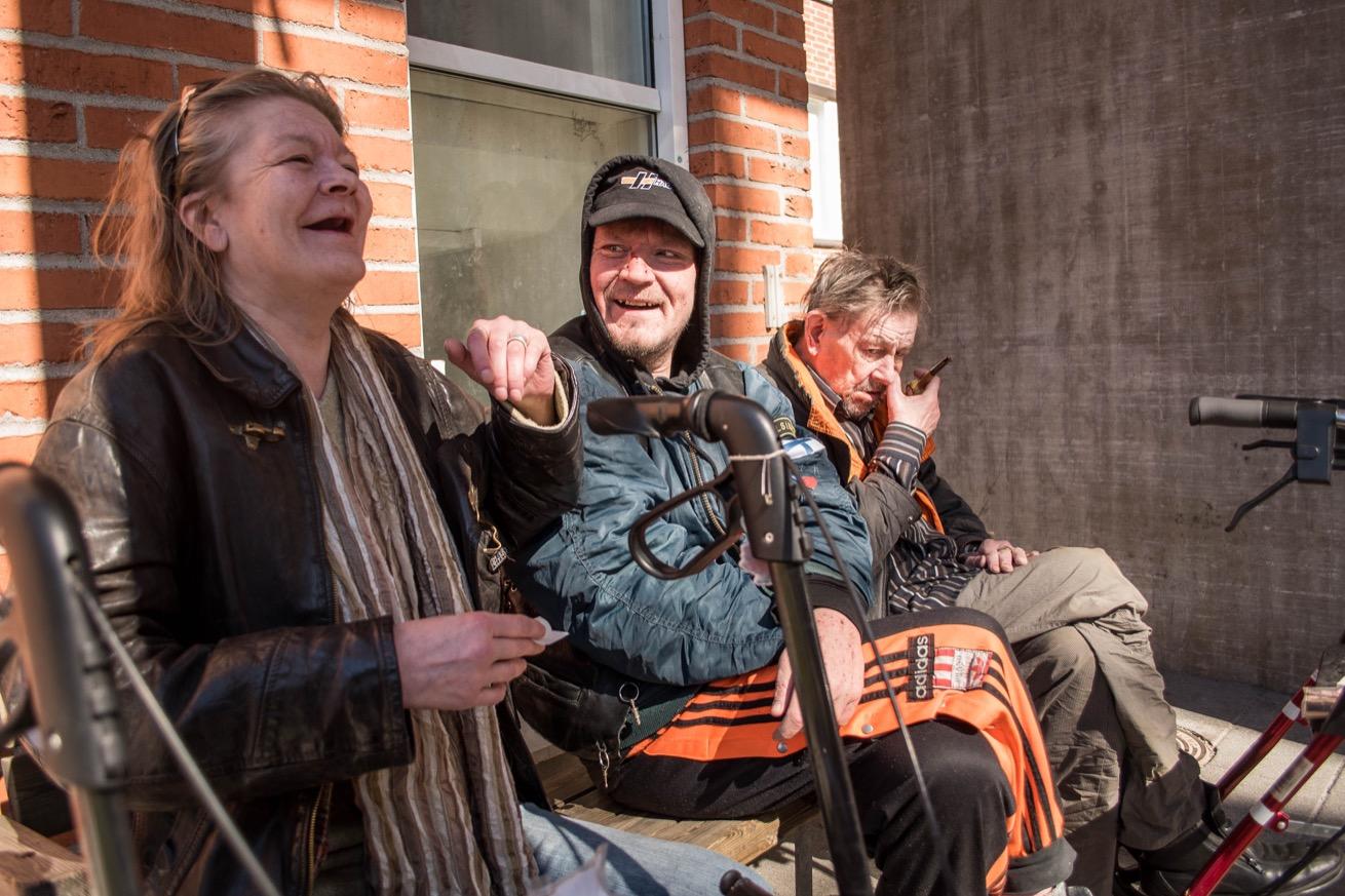 Marit et ses amis vivent dans l'unité de Sällikoti. (photo Marie Alix Detrie/8e étage)