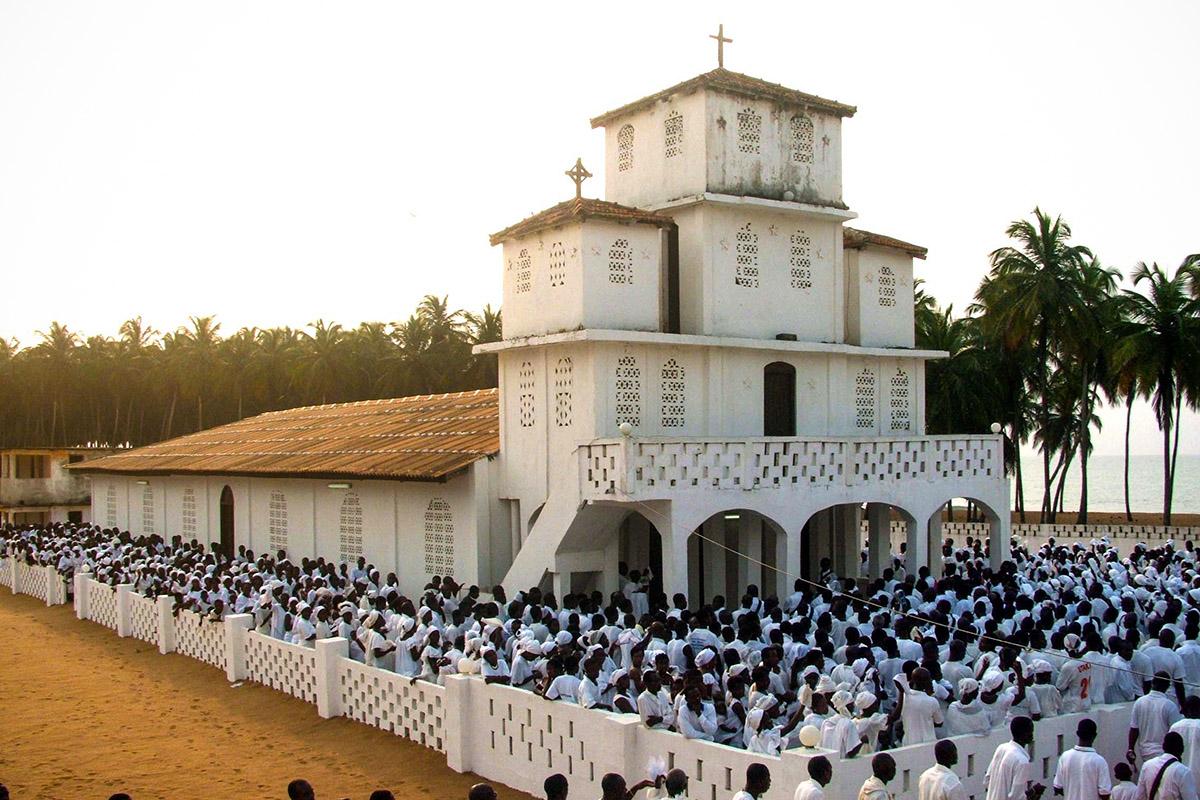 Jour de pèlerinage à Toukouzou-Hozalam. (photo Emre Sari & Charles Bouessel/8e étage)
