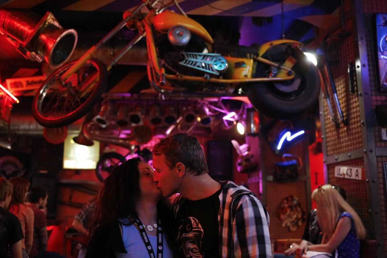 Andrei et Yulia viennent régulièrement au Motor Bar. (photos Laurent Carre/8e étage)