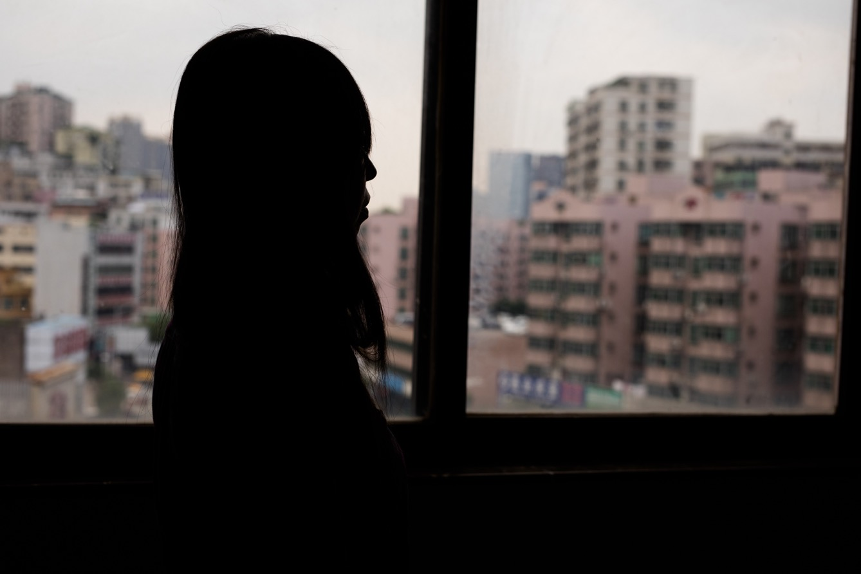 L'ouvrière Li Jingfei à Shenzhen. (photo Clément Bürge/8e étage)