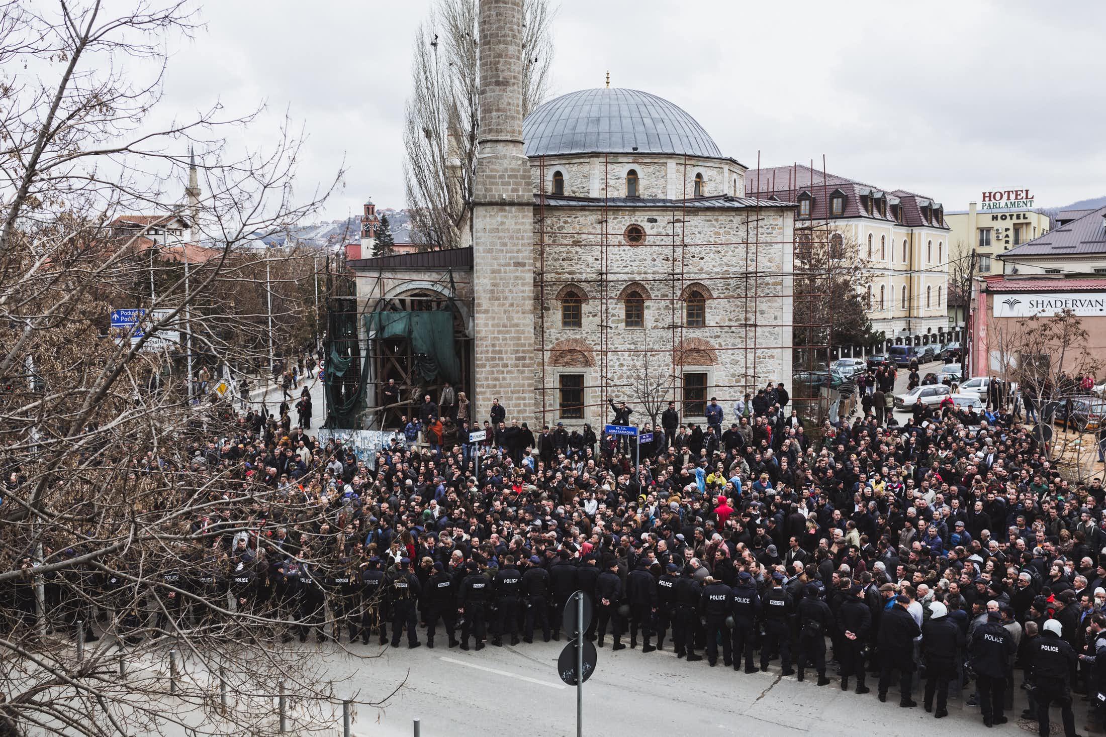 Manifestation à Pristina contre l'élection du président. (photo Martin Valentin Fuchs)