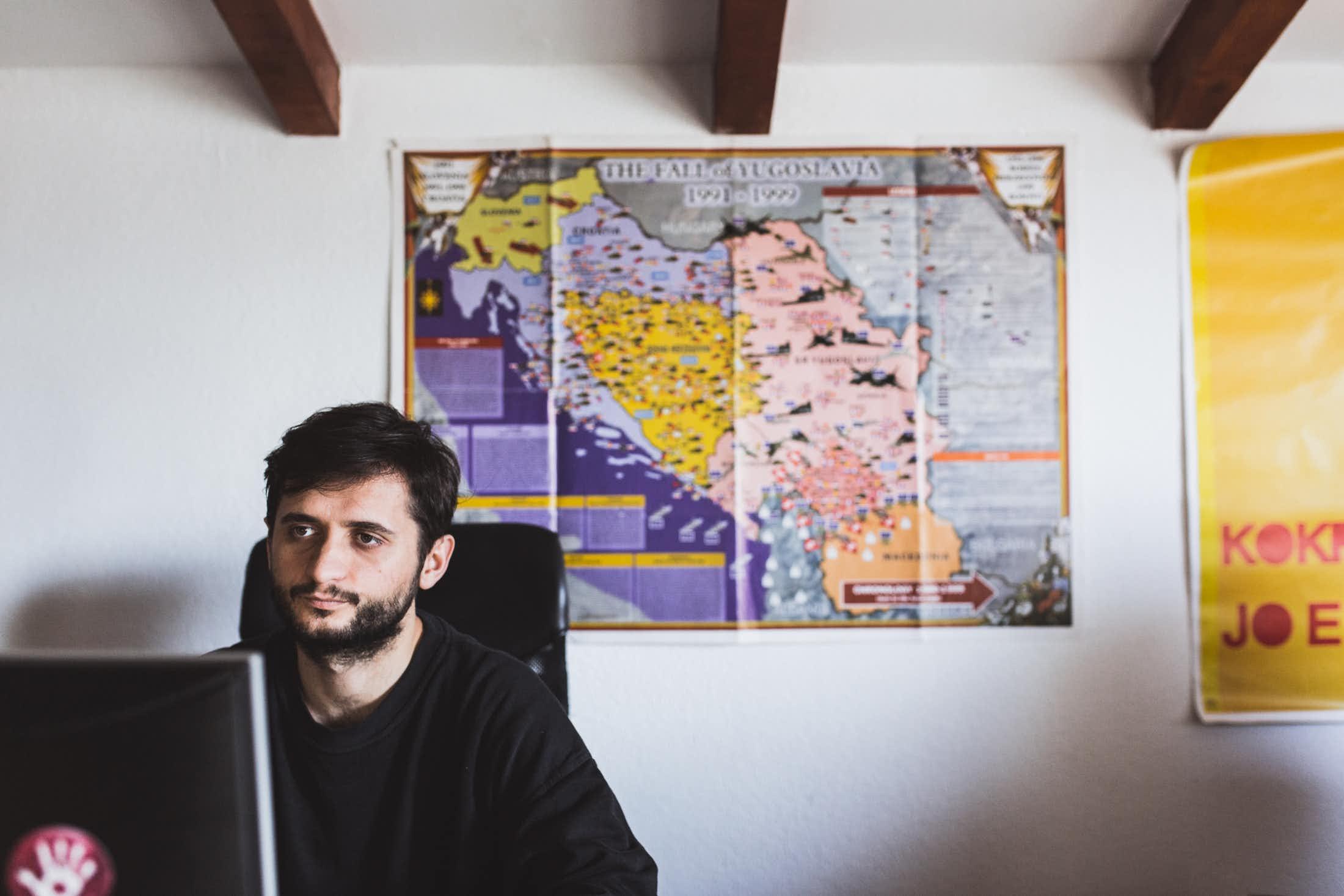 Selon Dan Sokoli, l'armée de libération du Kosovo n'est pas prête de perdre son statut de héros. (photo Martin Valentin Fuchs)